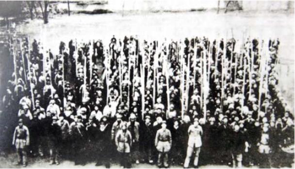 解放战争中的鹿泉支前民工担架队